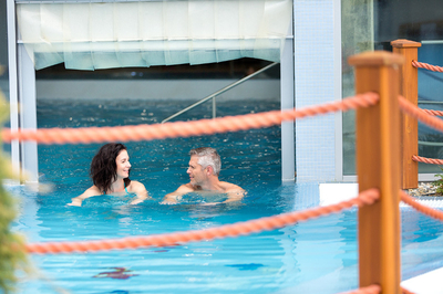 Swimming and relaxing in thermal water THERME LOSINY